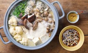 「大豆まるごと豆乳粉」で作る!<br>あったか、豆乳きのこ鍋。
